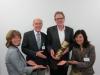 Die TF R-T gratuliert Ulrich Zeltwanger zum 30jährigen Firmenjubiläum (v.l.n.r.: Angela Lill, Wolfgang Kleinmann und Christine Decker von der TF R-T mit Ulrich Zeltwanger)