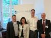 Wolfgang Kleinmann und Christine Decker freuen sich mit den glücklichen Gewinnern