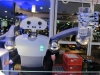 Eine Erfrischung gefällig? Roboter Holli vom Forschungszentrums Informatik FZI schenkt an der Bar aus