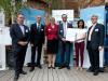 """Preisträger 1: Das Team """"EOG Patch"""" mit Dr. Schacht, den Sponsoren und Dr. Eichenberg (Bildquelle: BioRegioSTERN / Michael Latz)"""