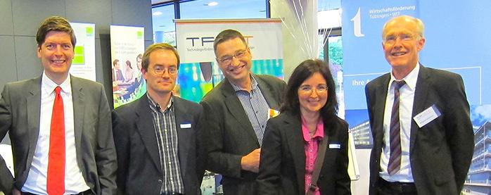 Gute Laune auf der Messe: Thorsten Flink (WIT), das TF R-T - Team und die Unternehmer von AKABO und novis vom Technologiezentrum Tübingen