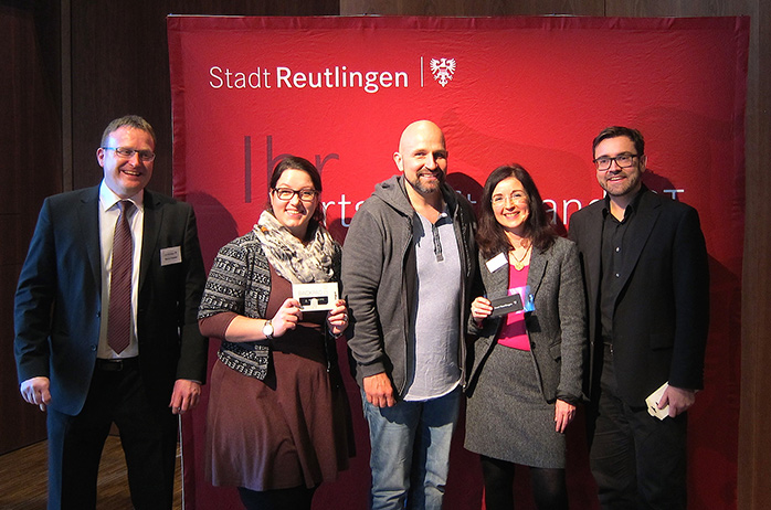 Fröhliche Gesichter nach der Podiumsdiskussion, links strahlt Organisator Markus Flammer