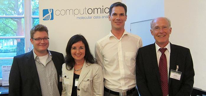 Christine Decker und Wolfgang Kleinmann mit den glücklichen Gewinnern des CyberOne Hightech-Award 2014 Sebastian Schultheiß und Tobias Dezulian.