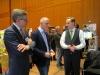Reutlingens Wirtschaftsbürgermeister Alexander Kreher und MdL Thomas Poreski lassen sich von Christian Frede das e-reha-System von AmbiGate erklären