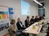 bw:con-Mitarbeiter Marc König (3.v.l.) stellt den CyberOne Award vor, in der Mitte Moderator Michael Baukloh von der IHK Reutlingen