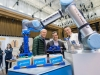 Drei Männer und ein Roboter: Johannes Matheis mit Dr. Thomas Helle und Wolfgang Kleinmann, Bildquelle: Gerlinde Trinkhaus