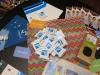 Auf dem TF R-T Messetisch gibt es wieder Preziosen der Gründer zu entdecken: 3D-Rosen, Universal-Wurmdünger und Schokolade aus der Bio-Informatik...