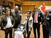 """Gruppenbild mit Baby: hier treffen sich Unternehmer und Wirtschaftsförderer mit der jüngsten """"Junge Innovatorin"""" aller Zeiten: Seda Erkus mit Töchterchen"""