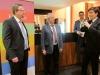 Tübingens Wirtschaftsförderer Thorsten Flink bedankt sich im Namen aller Wifö-Kollegen beim Reutlinger Team von Dr. Pfefferle für das Engagement