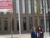 Christine Decker und Angela Lill (TF R-T) vor der Stadthalle Reutlingen