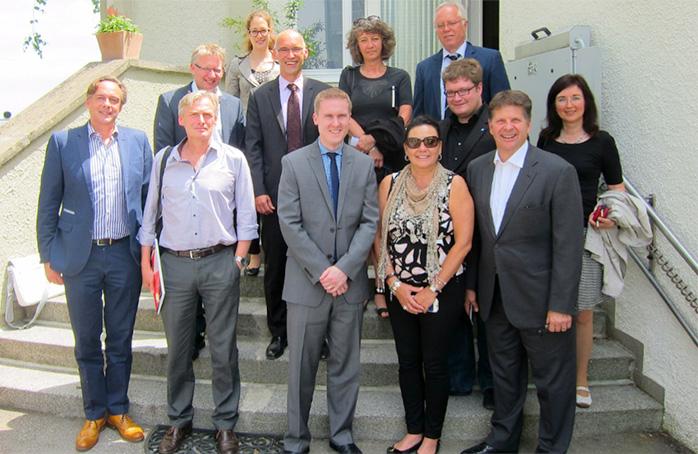 Das SPARK-Team (links neben Christine Decker) und Unternehmer aus der STERN-Region und dem Biotechnologiezentrum