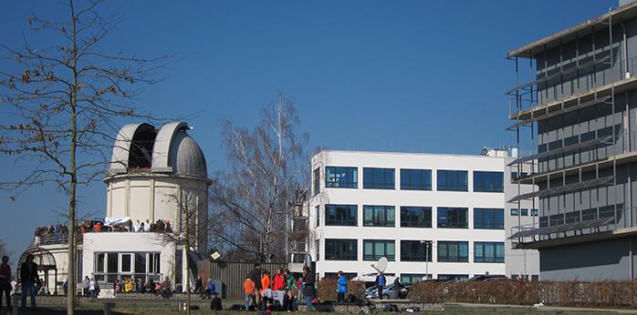 Der Mittelpunkt des Parks: die Sternwarte Tübingen, daneben der CeGaT-Neubau, rechts das Biotechnologiezentrum Tübingen (BTZ)