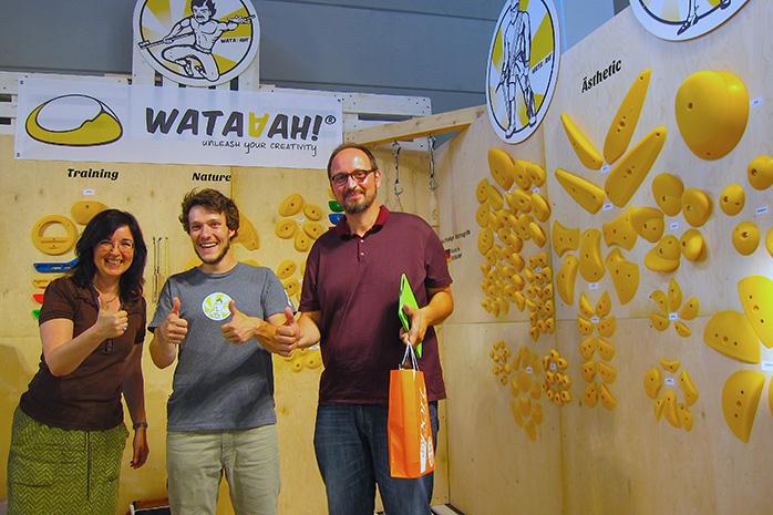 Christine Decker, Jonas Hartmann und Pietro Triscari von d-serv auf dem Wataaah-Stand